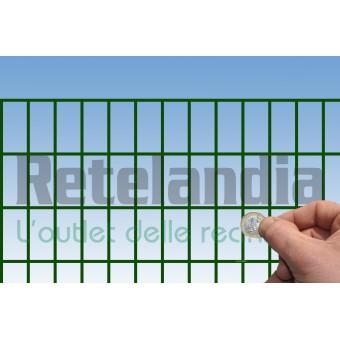 Rete recinzione elettrosaldata plasticata ideale per recinti di cani e animali esuberanti.